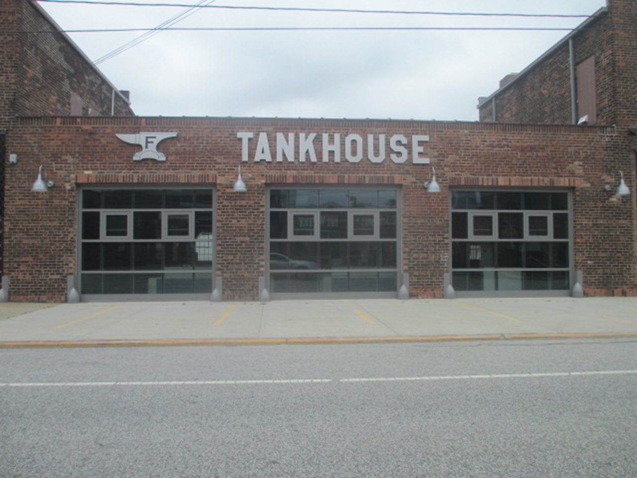 Wall-Mount-Foundry-Tankhouse